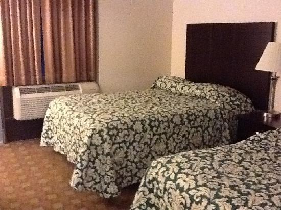 Super 8 White River Junction: very clean comfortable beds