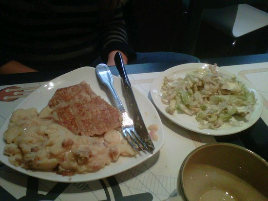 Le Faste Breton: Crêpe Tartiflette et sa salade