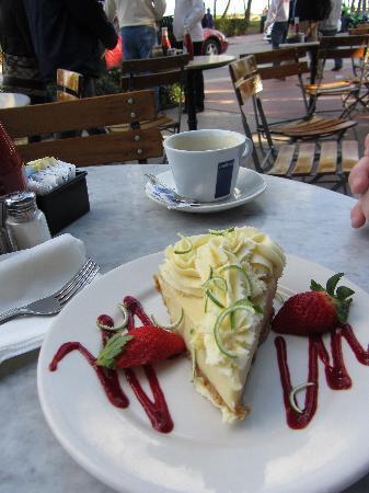 key lime pie: fotografía de News Cafe, Miami Beach - TripAdvisor
