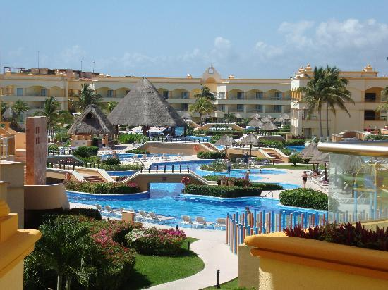 Hard Rock Hotel Riviera Maya: system of pools on Cove Side, same thing a little smaller on the Spa side