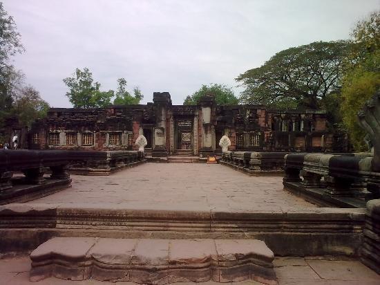Phimai - Picture of Prasat Hin Phimai (Phimai Historical Park), Nakhon Ratcha...