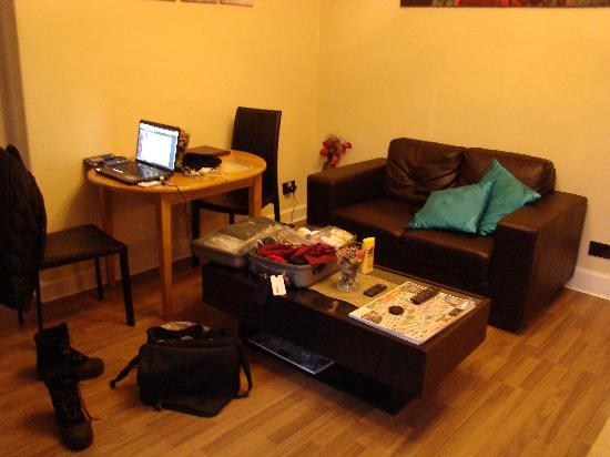 Stay Edinburgh City Apartments - Royal Mile : living room