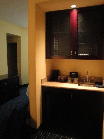 SpringHill Suites by Marriott Naples: coin kitchenette