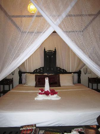 Next Paradise Boutique Resort : Our bed made up for my birthday