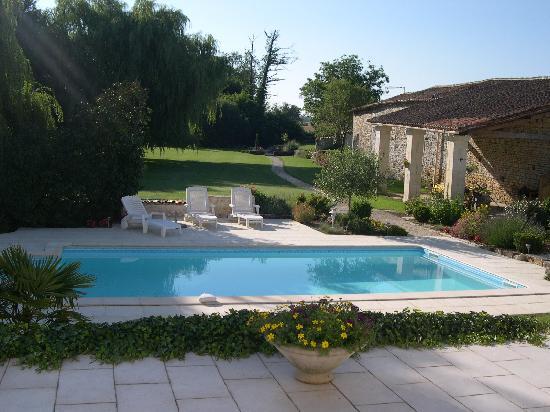 Au Moulin Brun : piscine et parc