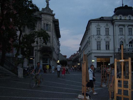 Preseren Square: Artistas pintando en la ciudad