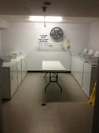 Castaways Beach Resort: Onsite laundry facilities
