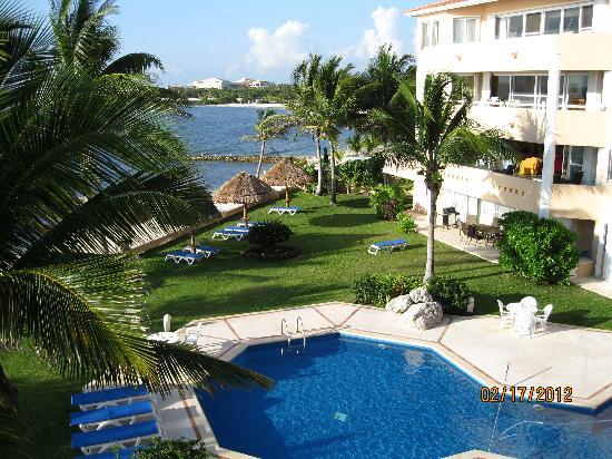 Villas del Mar 2: Pool area