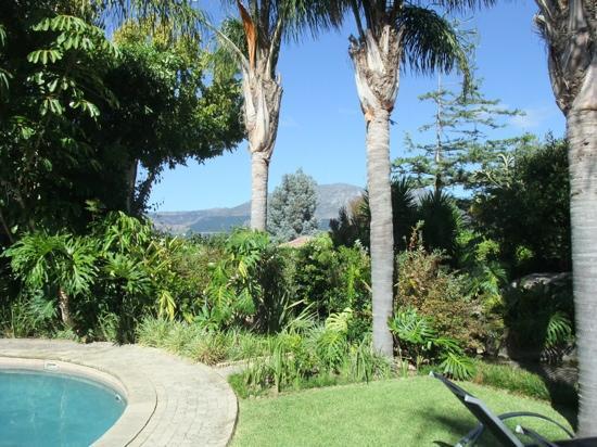 Constantia Palms : beautiful landscped gardens