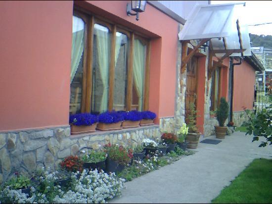 Mysten Kepen B&B: La casa con los colores de las flores!!!