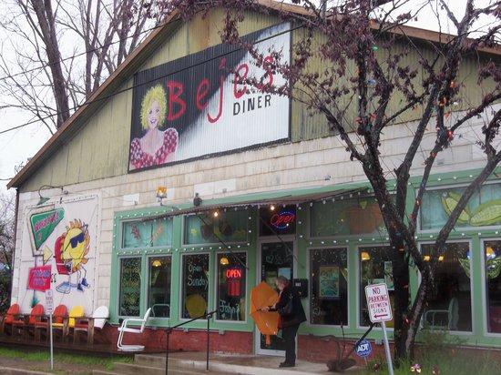 Beje's Diner: Exterior