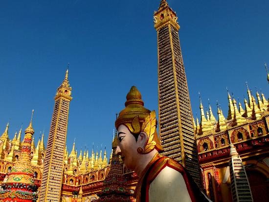 Thanboddhay Pagoda: Gold pinnacles soar into the sky