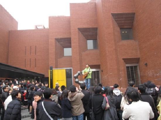 Seoul Daehangno: popular street performance