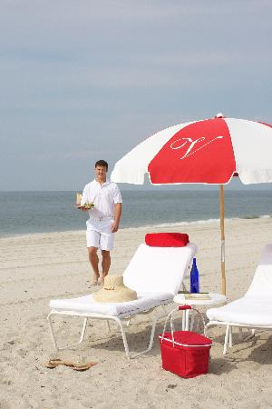 The Virginia Hotel: Beach Service
