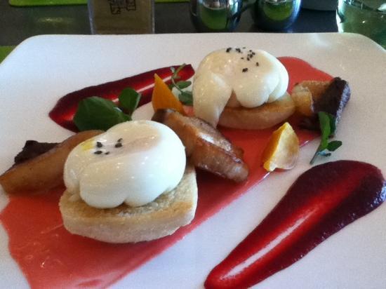 Jam: eggs benedict