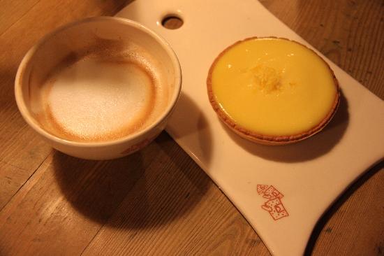 Le Pain Quotidien: Lemon tart and cappucino