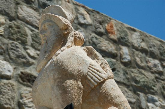 Bodrum Museum of Underwater Archaeology: Inside the Castle walls.