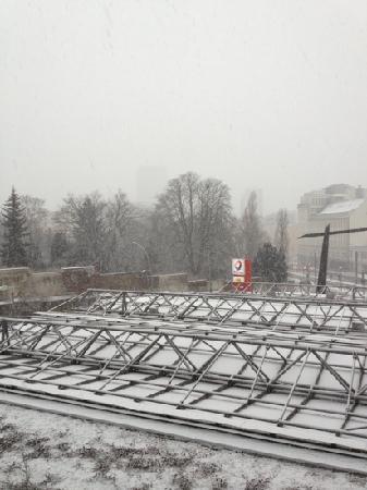 Ibis Berlin Mitte: vista dalla camera 226 sotto la neve