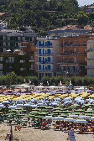 Gabicce Mare, Italien: Gabicce. Alberghi sulla Spiaggia