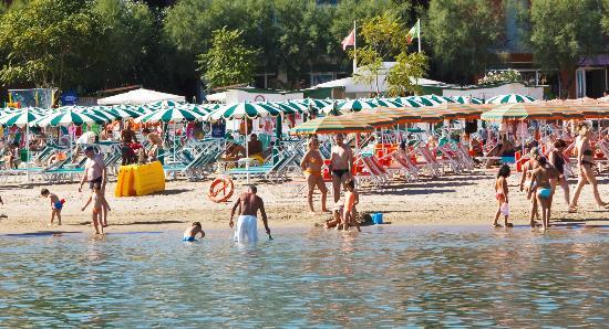 Gabicce Mare, Italie : Gabicce. Giochi sulla Spiaggia