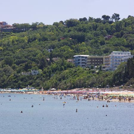Gabicce Mare, Italie : Gabicce. Alberghi in mezzo al verde del Parco del San Bartolo