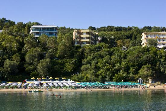 Gabicce Mare, Italien: Gabicce. Alberghi in mezzo al verde del Parco del San Bartolo