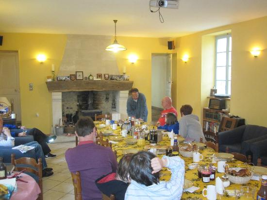 Normandy Beach B & B : Dining with other guests