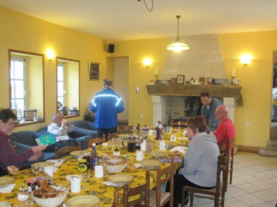 Normandy Beach B & B : The Dining Room