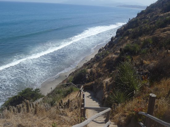 Puchuncavi, Chile: Descida para a praia