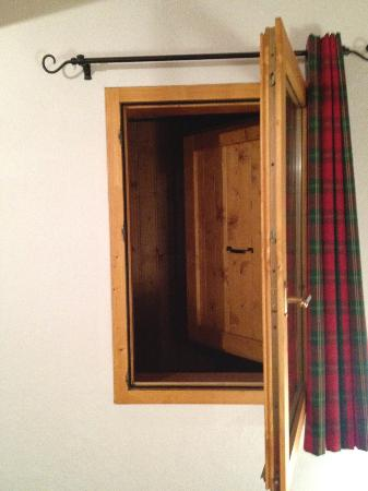 "Les Chalets du Jardin Alpin : ""Window"" in two of the rooms ..."