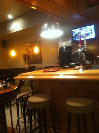 Captain Ken's Diner-Billiards: 3 tv's too!!
