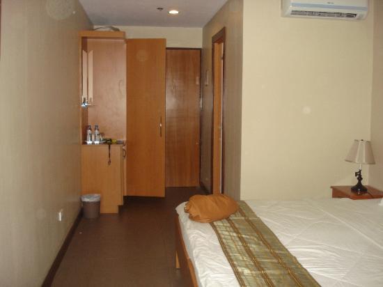 โรงแรมฟูเอนเต้ โอโร บิซิเนส สวีทส์: another view of the deluxe room