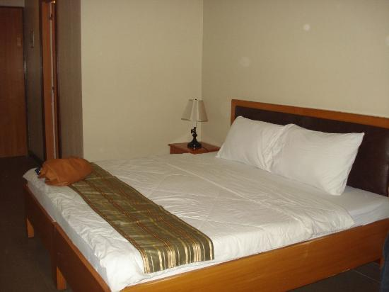 โรงแรมฟูเอนเต้ โอโร บิซิเนส สวีทส์: king size bed