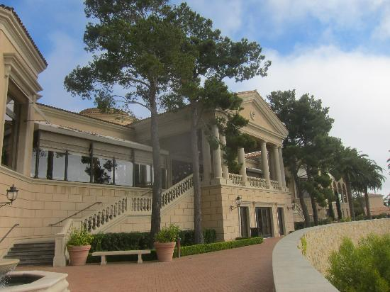 The Resort at Pelican Hill : resort grounds