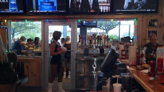 Hooters: Bar area
