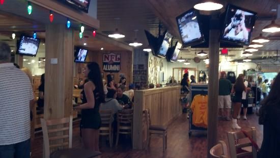 Hooters: Inside Table Seating