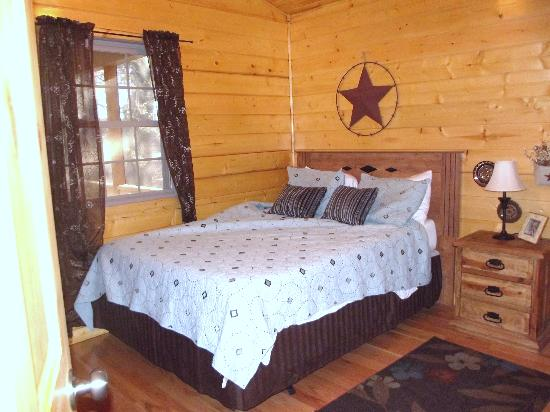 Cedar Rock Cabins: bedroom 2 (where I slept)