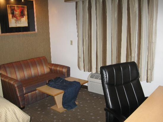 Comfort Suites: SOFA