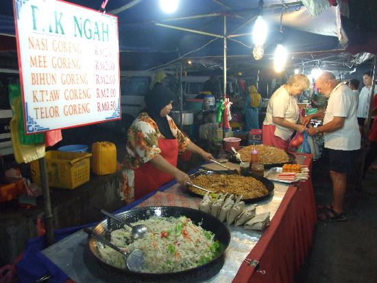 The Box Chalet : food at night markets nearby