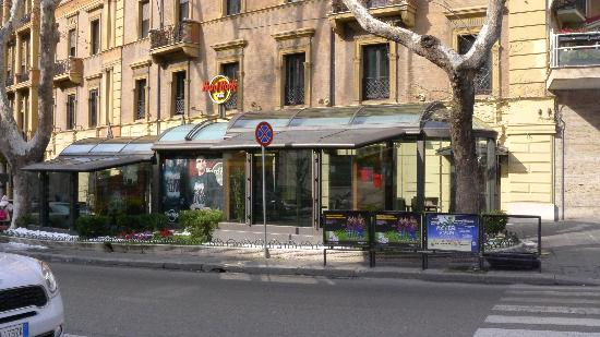 hard rock cafe rome picture of hard rock cafe rome. Black Bedroom Furniture Sets. Home Design Ideas