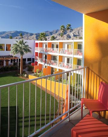 The Saguaro Palm Springs: Saguaro Pool View Balcony