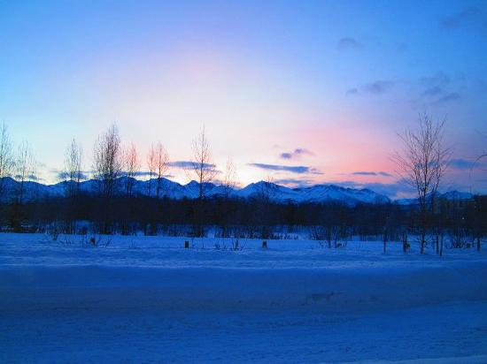 SpringHill Suites by Marriott Anchorage University Lake: Dawn outside of my room.