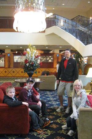 Knott's Berry Farm Resort Hotel: Hotel Lobby