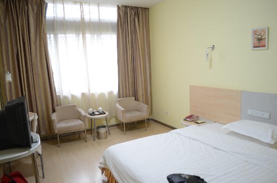 Dazhong Holiday Inn: The room
