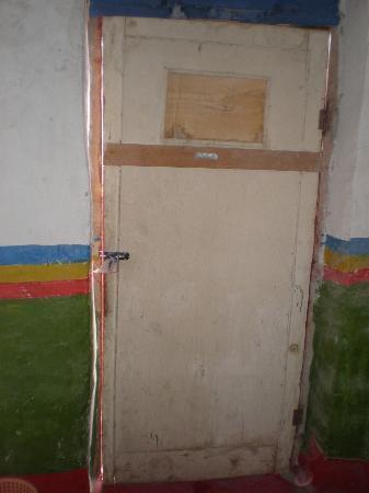 Amdo Guesthouse : Bedroom door