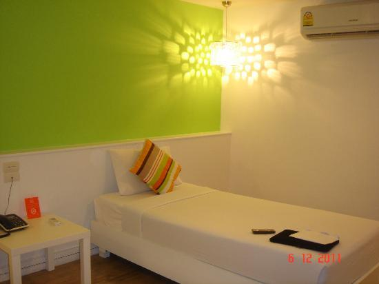 First House Bangkok: Bright and clean twin beded newly refurnished room