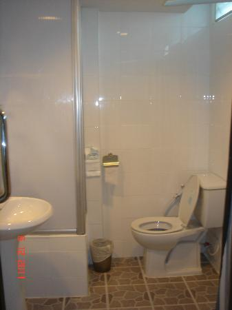 First House Bangkok: Small toilet with tiny area for shower