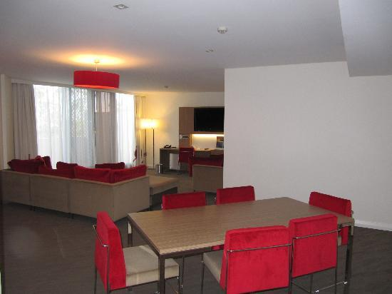 Novotel Sydney Rooty Hill : Dining / Lounge room leading out onto the balcony