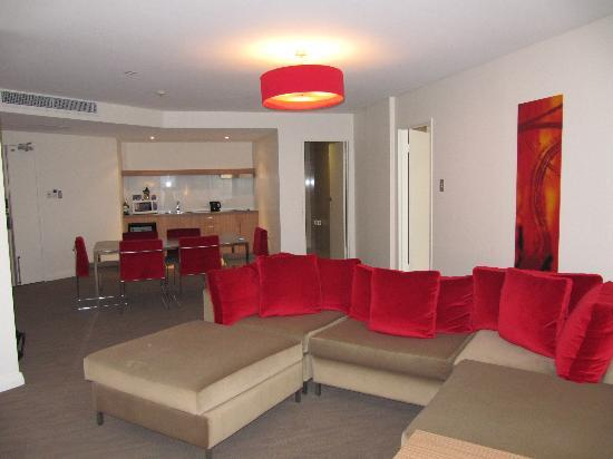 Novotel Sydney Rooty Hill : Looking towards the kitchen from the lounge room - bedroom on the right