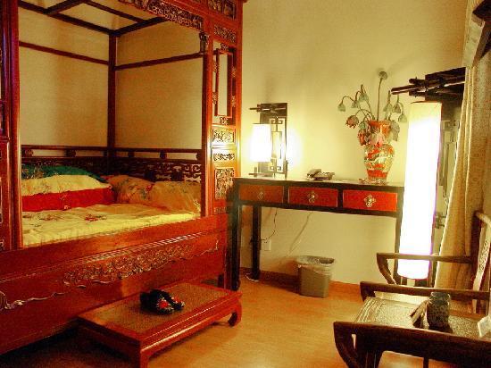 Zen Garden Hotel (Wuyi Yard): ZengardenHotel_AntiqueRoom2